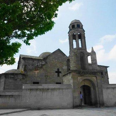 荒廢的教堂就默默地待在地下城旁直至今天。
