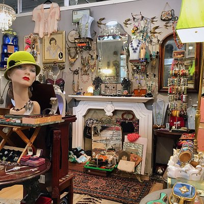 The cutest vintage jewelry boutique in Manhattan!