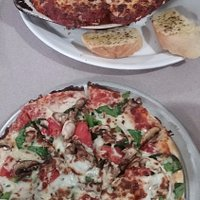 Small Vegetarian Pizza and Rigatoni House Special with meatballs
