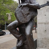 Statue of Willie Nelson