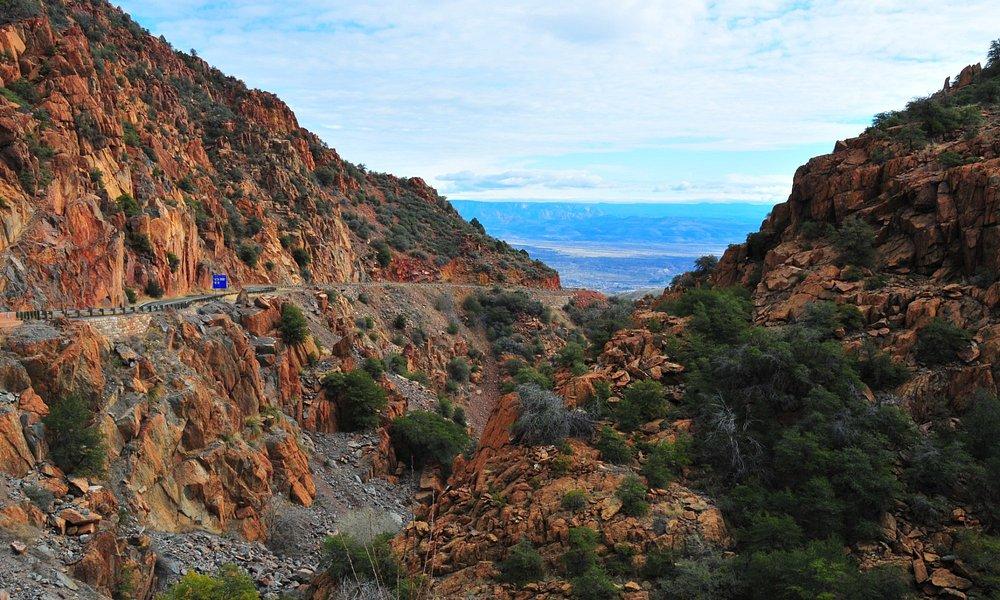 Road to Jerome through the mountains
