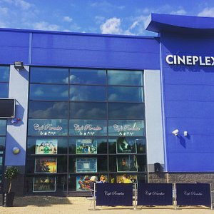 Outdoor seating at Carrick Cineplex