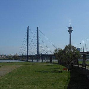 Reno e a Torre de TV ao fundo