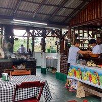 Mesas e buffet do Rogério' s Restaurante