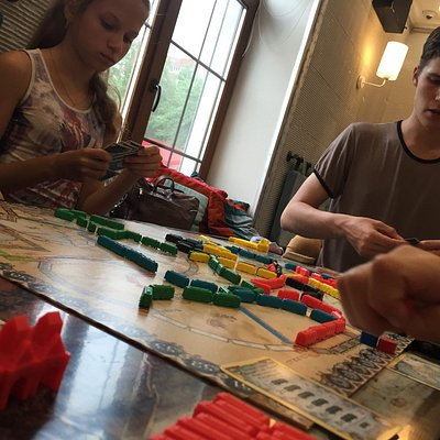 интересно поиграть не только с друзьями, но и с другими посетителями