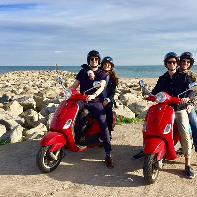 Friends & Vespas