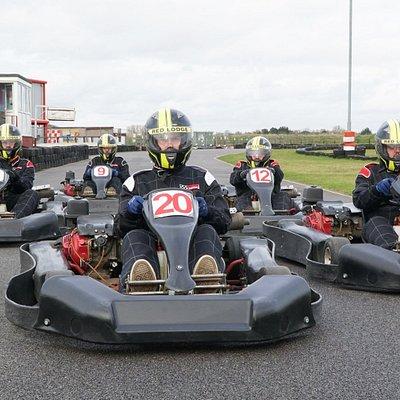 GX270 karts racing