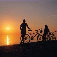 Plage, vélo et coucher de soleil au paradis!