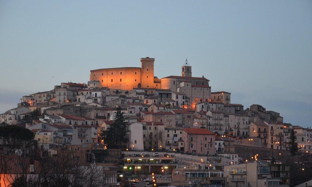 Il paese di Casoli, sito fra i fiumi Aventino e Sangro, ai piedi della Maiella
