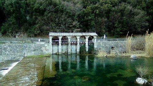 antica presa d'acqua dal fiume sarca per irrigare i canali