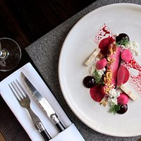 Beautifully crafted dishes using local and seasonal produce, matched with boutique wines from NZ