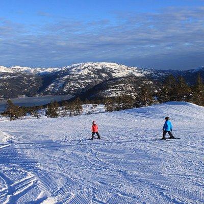 Vrådal Skisenter har mange tilbud for de minste, inkludert et eget barneområde og skiskole.