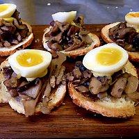 Amuse bouche- oxtail, wild mushrooms, quails eggs & horse radish aioli