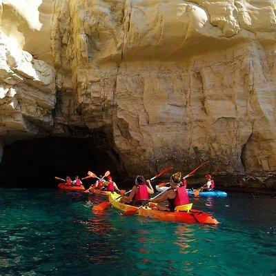 kayak en Cabo de gata, ruta de las cuevas