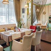 Интерьер зала в ресторане SUOLO ITALIANO