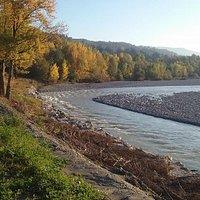 l'ansa del fiume in splendidi colori autunnali