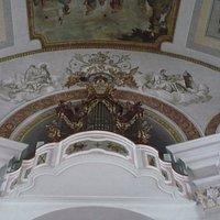 Im Kirchen Innenraum von St. Georg.