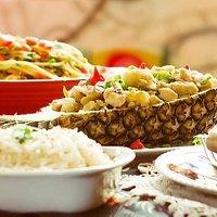 Frango Thai no abacaxi