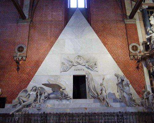 Надгробие Антонио Кановы в церкви Фрари