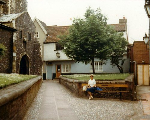 Tombland Norwich © Robert Bovington