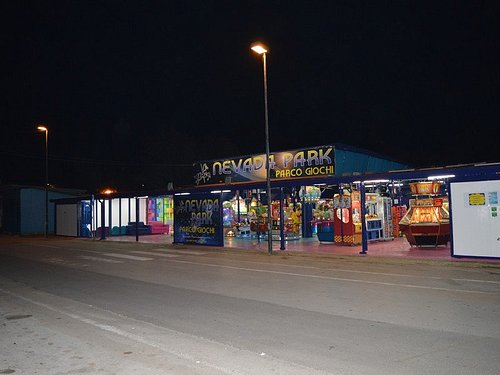 vista esterna del parco giochi