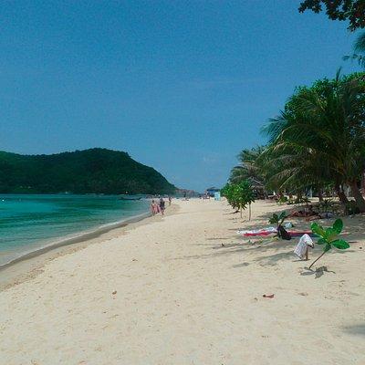 Joli plage avec accès à pied sur l île d'à coté
