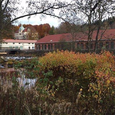 Strömsfors samhälle och industrihistoria, Kraftstationen, Villa Strömsfors och verkstaden