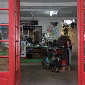 Atelier boutique sérigraphie & broderie.