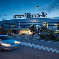 All'ora dell'aperitivo il Centro Le Brentelle è sempre aperto. E vi aspetta.