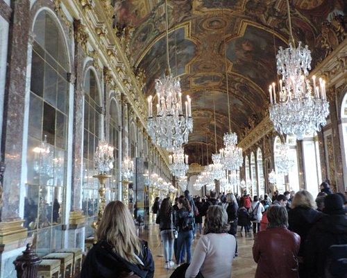 Oro, cristal, pinturas y espejos