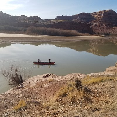 Stunning views through red rock canyons on our Calm Water Day Canoe Float for this couple!
