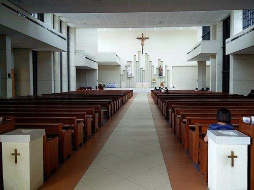 Église simple et moderne