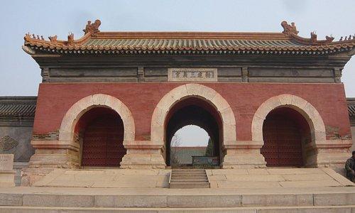 三義宮の門