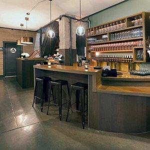intimate wine bar