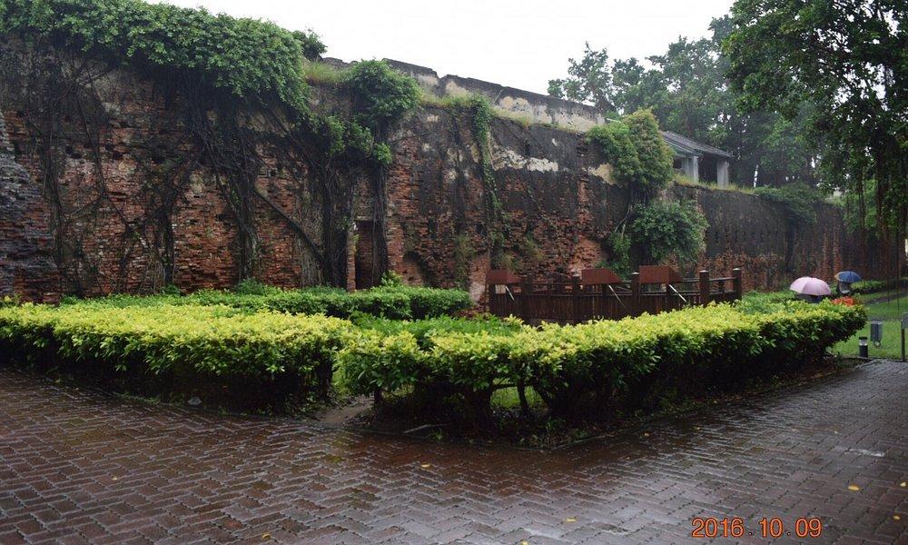 安平古堡は1624年のオランダ統治時代に建設された台湾で最も古い城のゼーランディア城。安平古堡古蹟記念館で歴史を学べます。 台南駅から安平88線バスで安平古堡で下車。1時間はかかります。