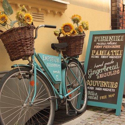 Rower przed sklepem