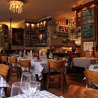 Ristorante Stella Alpina: Innenansicht des Restaurants mit Blick vom Fensterplatz auf den Barber