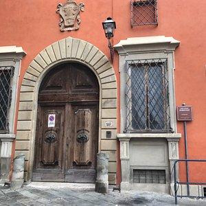 La magnífica entrada del palacio