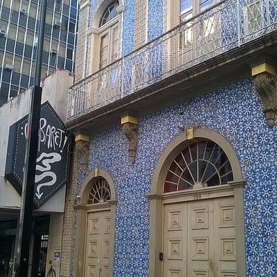 Cabaret: fachada com azulejos