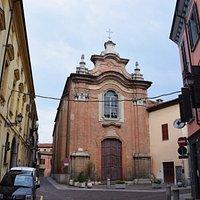Chiesa di Santa Lucia con a fianco il palazzo dal Pozz0