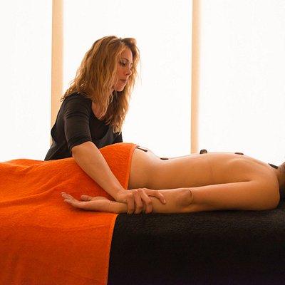 Masaje Piedras y Gemas. Beneficio y relajación asegurados.