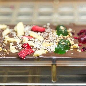Mniam, świeżo wylana tabliczka czekolady