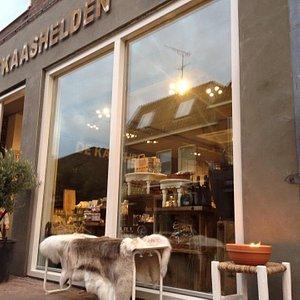 De Kaashelden in het centrum van Dalfsen (Overijssel) www.dekaashelden.nl