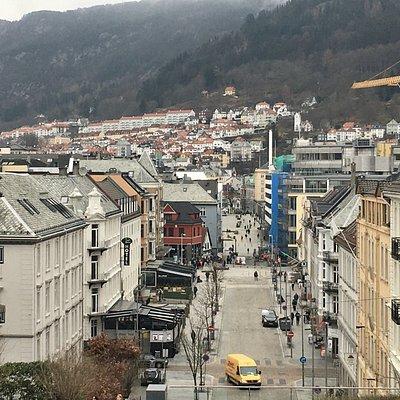在教堂位置可以俯瞰市區街景