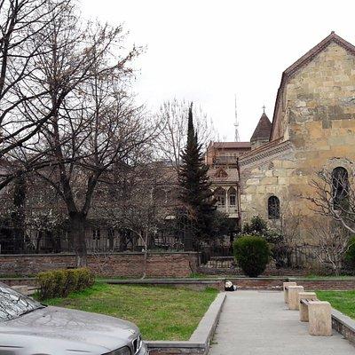 la chiesa vista posteriormente