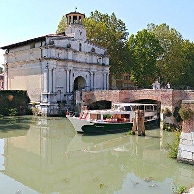 Navigazione con la Burchiella Casanova nella zona del Portello a Padova