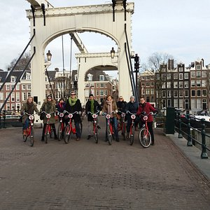 Amsterdam Travelcafe group on the skinny bridge