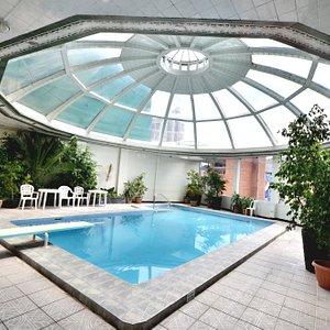 Club Oasis, piscina atemperada, sauna seco, vapor y gimnasio