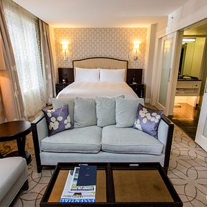 The Deluxe King Guestroom at the Rosewood Hotel Georgia