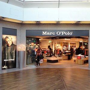ゆっくり品選びが出来そうな、フランクフルト空港内のショップ